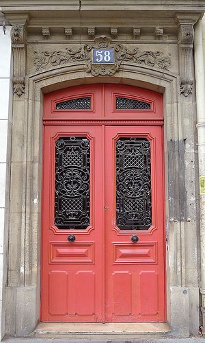 Image Credit:  WelcometoHeardmont.com   Ooh-la-la, this gorgeous door is in Paris. Um, I vote yes! Weewee!