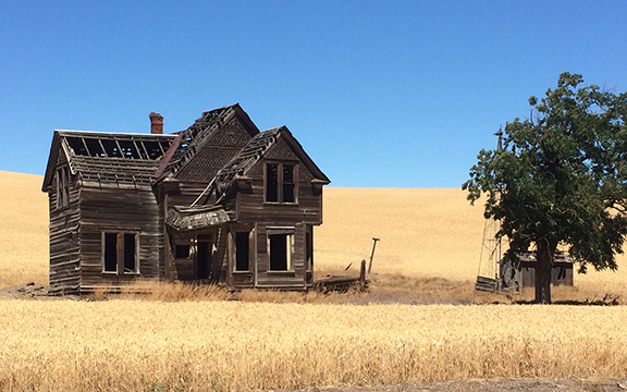 Abandoned, late-victorian style house south of The Dalles