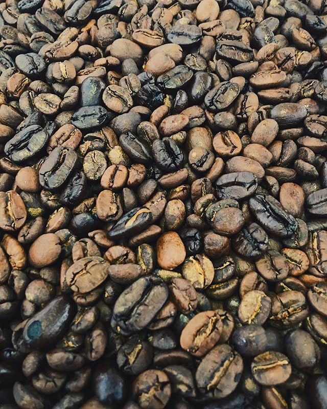 "‪Today's brew features a load of coffee beans, but isn't a typical ""coffee"" beer. ☕️🍺🖤‬ #Wirral #Liverpool #CraftBeer #CraftBrewery #UKCraftBeer #UKCraftBrewery #CraftNotCrap #CraftBeerUK #CraftBreweryUK #Beer #UKBrewery #Coffee #CoffeeBeer"