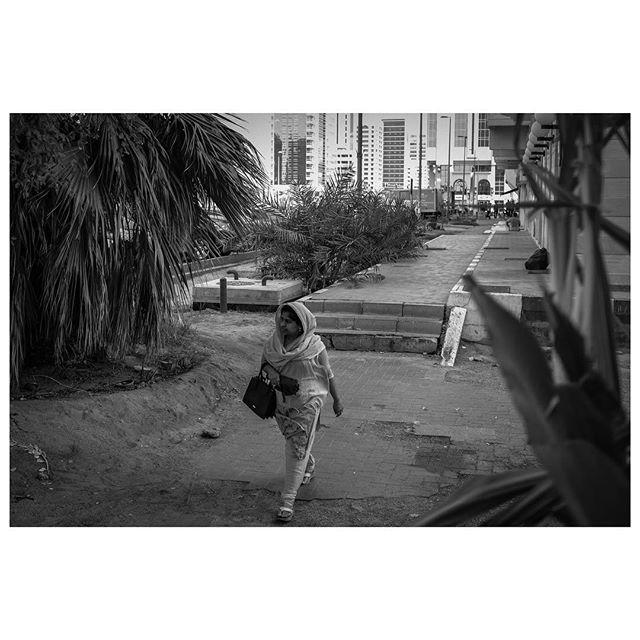 Urban jungle. . #myabudhabi #inabudhabi #fujifilm @fujifilmme #streetphotography #lensculturestreets #street_photography #streetphotographers #streetlife #streets #everybodystreet #photojournalism #peoplescreatives #lensculture #streetlife_award #streetdreamsmag #documentaryphotography #streetphotographer #documentaryphotographer #beststreets #reportagespotlight #everydayeverywhere #streetactivityteam #streetdreamsmag #fotograferjomblo #streetactivity #urbanandstreet #imaginatones #streettogether #bestofstreet