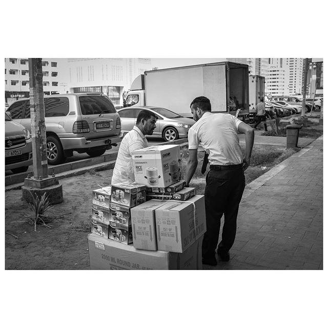 How is this rice cooker? It's ok. . #myabudhabi #inabudhabi #fujifilm @fujifilmme #streetphotography #lensculturestreets #street_photography #streetphotographers #streetlife #streets #everybodystreet #photojournalism #peoplescreatives #lensculture #streetlife_award #streetdreamsmag #documentaryphotography #streetphotographer #documentaryphotographer #beststreets #reportagespotlight #everydayeverywhere #streetactivityteam #streetdreamsmag #fotograferjomblo #streetactivity #urbanandstreet #imaginatones #streettogether #bestofstreet
