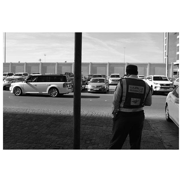 Hunting. . #myabudhabi #inabudhabi #fujifilm @fujifilmme #fujifilmx100f #streetphotography #lensculturestreets #street_photography #streetphotographers #streetlife #streets #everybodystreet #photojournalism #peoplescreatives #lensculture #streetlife_award #streetdreamsmag #documentaryphotography #streetphotographer #documentaryphotographer #beststreets #reportagespotlight #everydayeverywhere #streetactivityteam #streetdreamsmag #fotograferjomblo #streetactivity #urbanandstreet #imaginatones #streettogether #bestofstreet