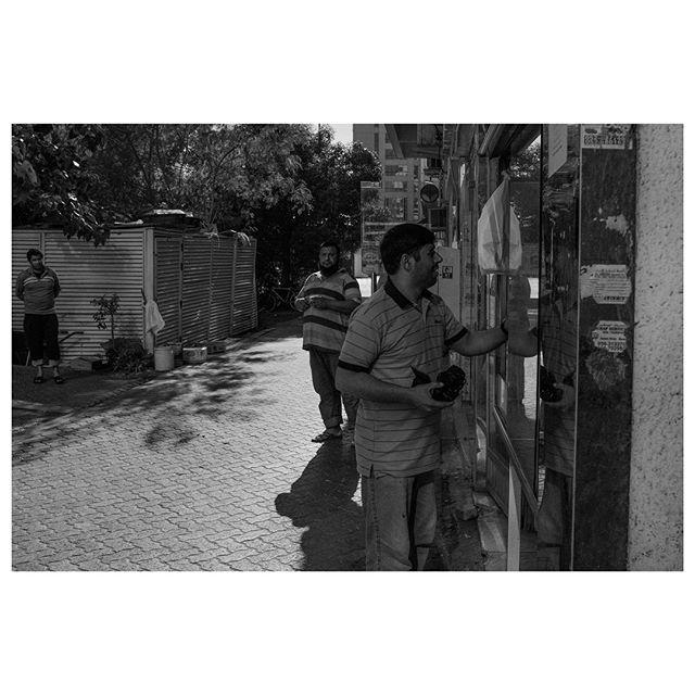3 piece plz. . #myabudhabi #inabudhabi #fujifilm @fujifilmme #fujifilmx100f #streetphotography #lensculturestreets #street_photography #streetphotographers #streetlife #streets #everybodystreet #photojournalism #peoplescreatives #lensculture #streetlife_award #streetdreamsmag #documentaryphotography #streetphotographer #documentaryphotographer #beststreets #reportagespotlight #everydayeverywhere #streetactivityteam #streetdreamsmag #fotograferjomblo #streetactivity #urbanandstreet #imaginatones #streettogether #bestofstreet