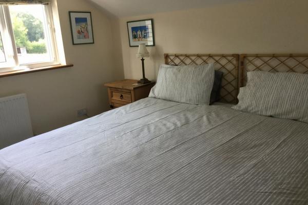 nightingale-fitness-retreat-bedroom.png