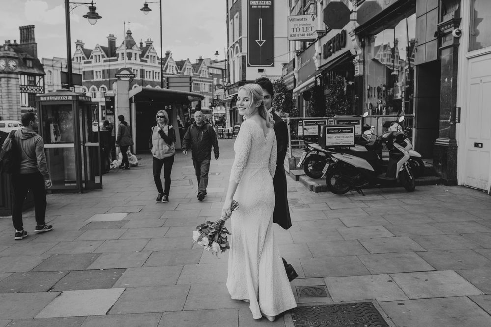 LD-519-BW-bride-groom-bridal-portraits-session-London-alternative-reportage-wedding-photographer.jpg