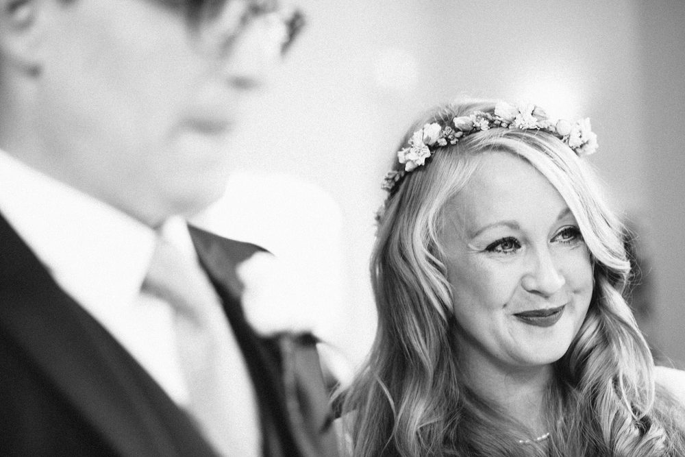 beautiful boho bride bnw Clissold House wedding ceremony