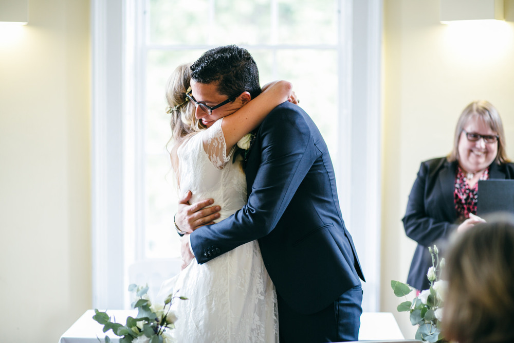 just married couple Clissold House reportage wedding photographer