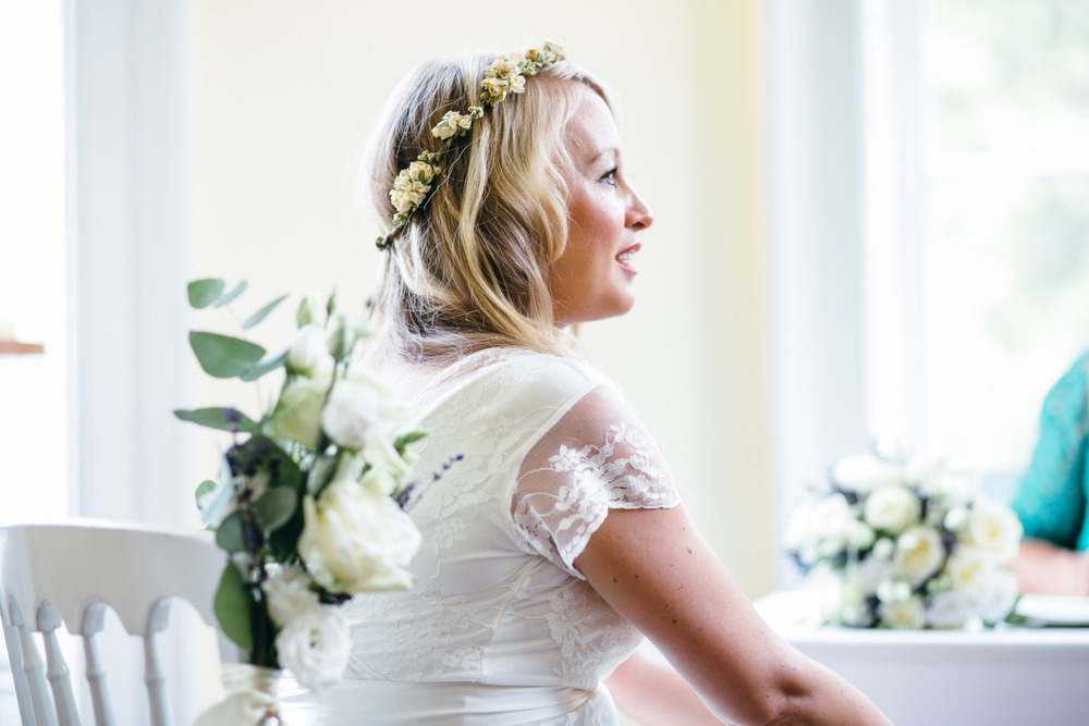 relaxed boho bride Clissold House wedding photographer