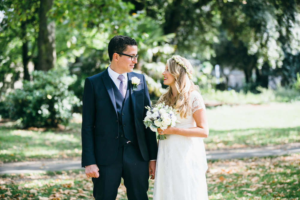 relaxed bridal photos Clissold Park wedding