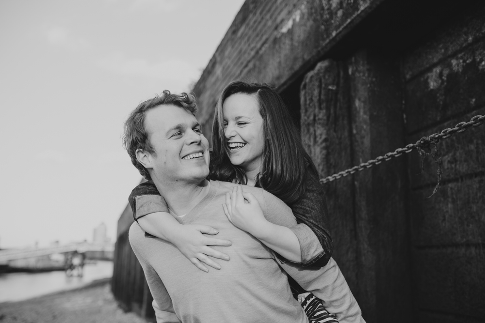 20-Quirky-engagement-London-BW-piggyback-pose.jpg