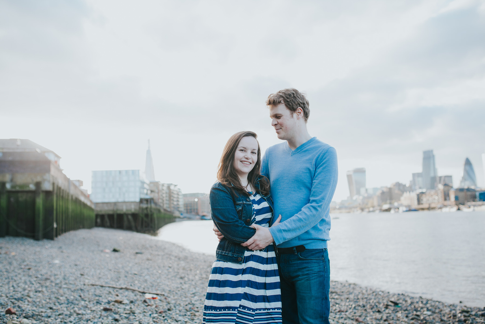 24-Quirky-engagement-London-rotherhithe-beach.jpg