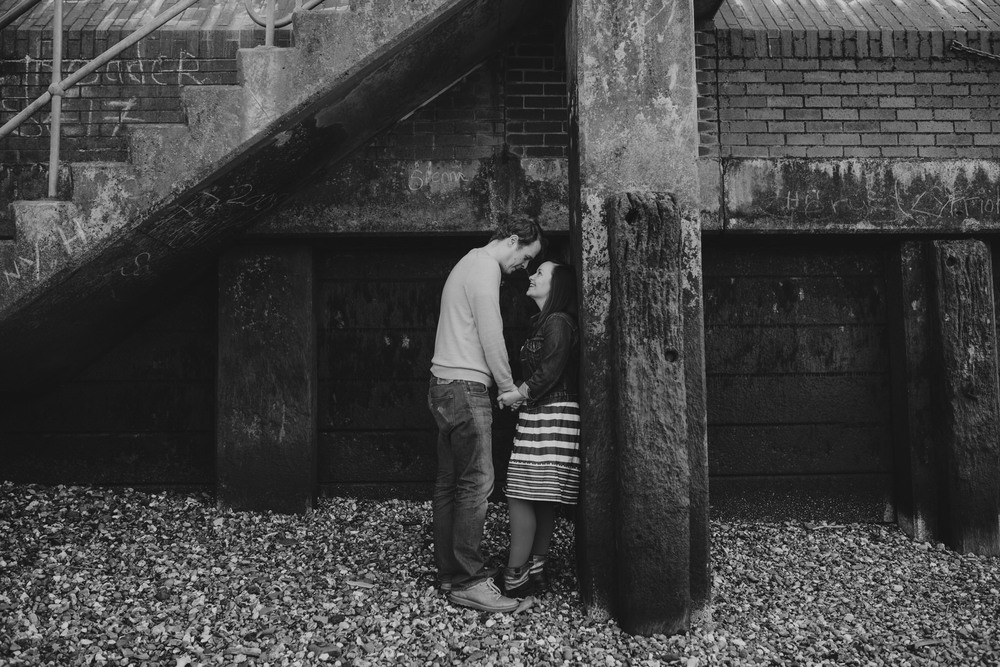 45-Quirky-engagement-London-BW-texture-grafitti.jpg