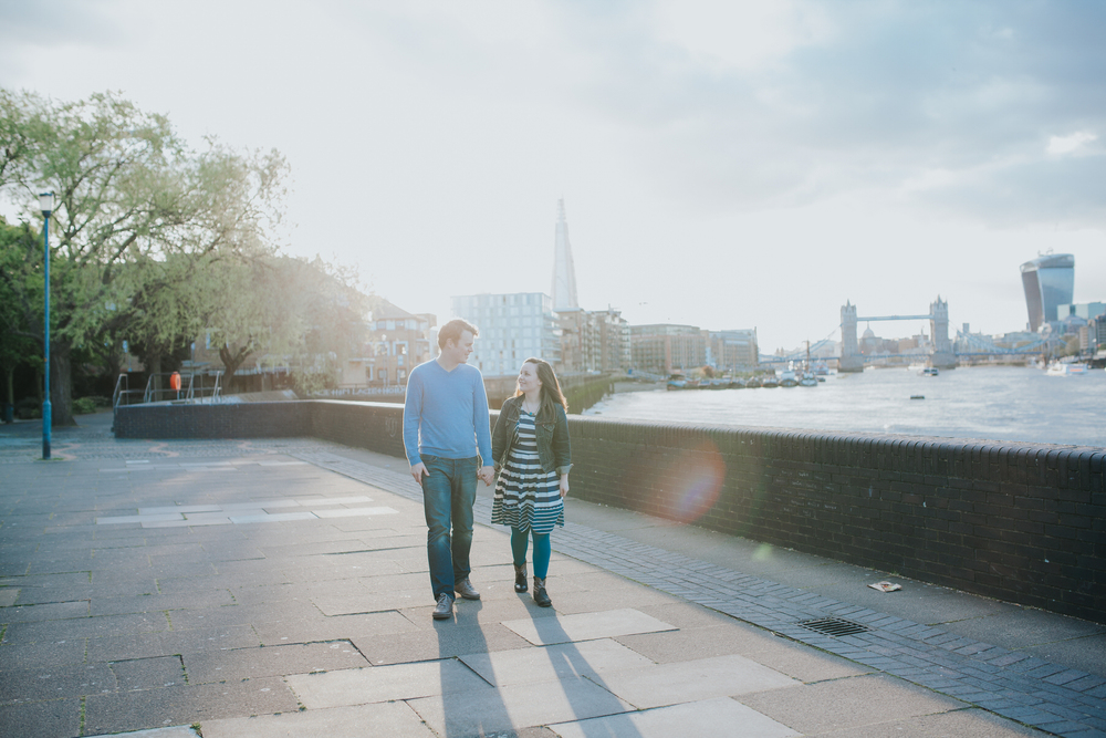 54-Quirky-engagement-London-stroll-Rotherhithe-beachfront.jpg