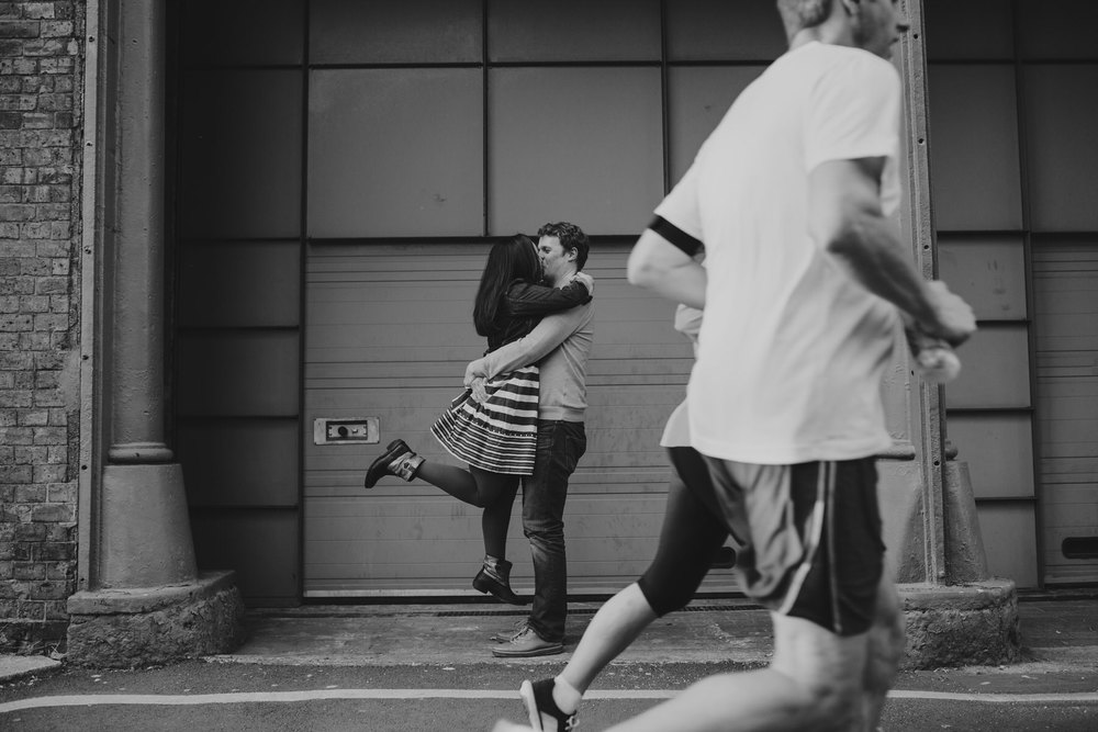 69-Quirky-engagement-London-BW-photobomb-runners.jpg