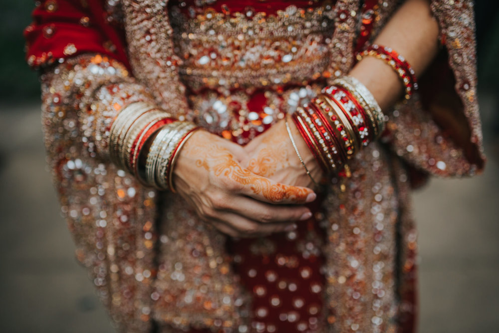 37-Anglo-Asian-London-Wedding-Middle-temple-bride-henna-hands.jpg