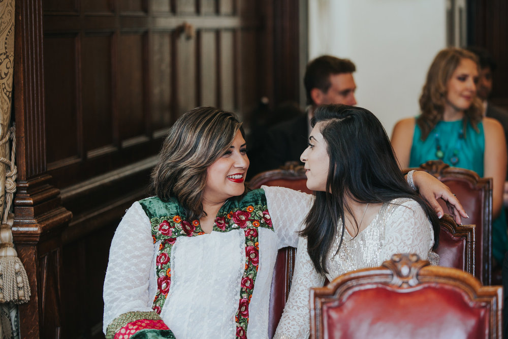 76-Anglo-Asian-London-Wedding-Middle-temple-ceremony-guest-candid.jpg