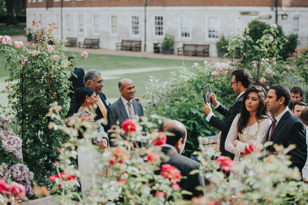 116-Anglo-Asian-London-Wedding-Middle-temple-guest-reportage.jpg
