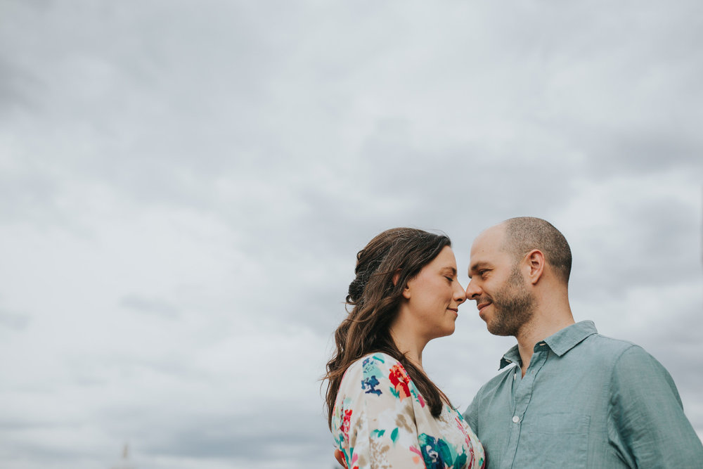 21-couple engagement photos on Thames riverside_.jpg