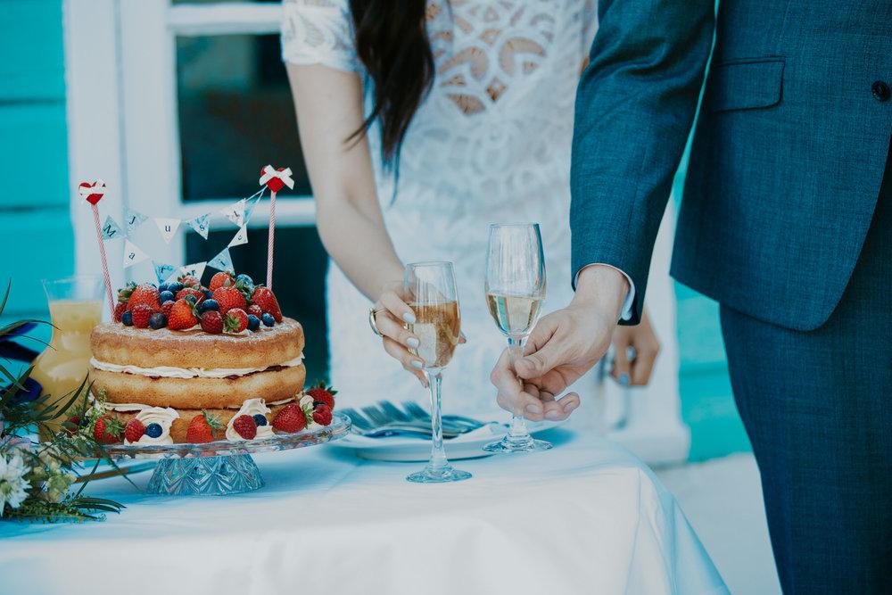 552 victoria sponge fressh berry wedding cake champagne Portmeirion.jpg