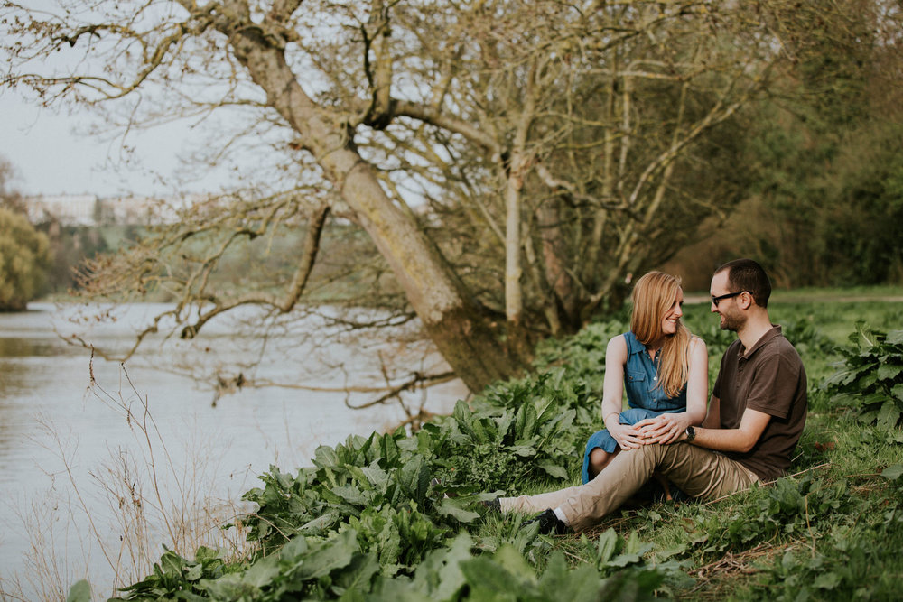 51-romantic Richmond riverside couple shoot.jpg