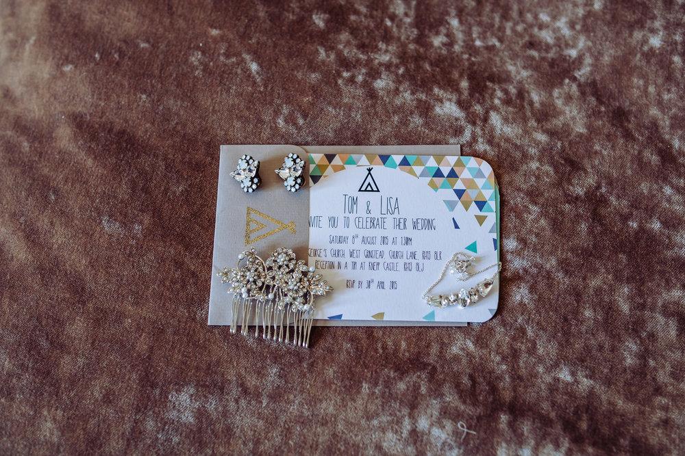 17 brides hairpiece earing wedding invitaion velvet background Yolande De Vries Photography.jpg