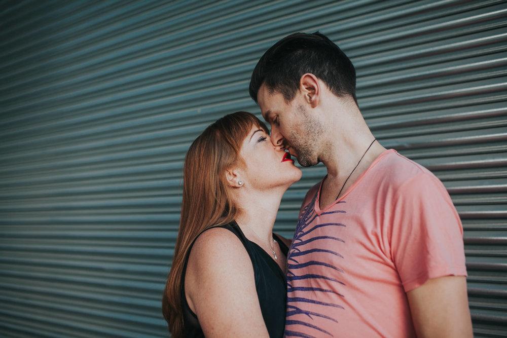 kiss London-engagement-session.jpg