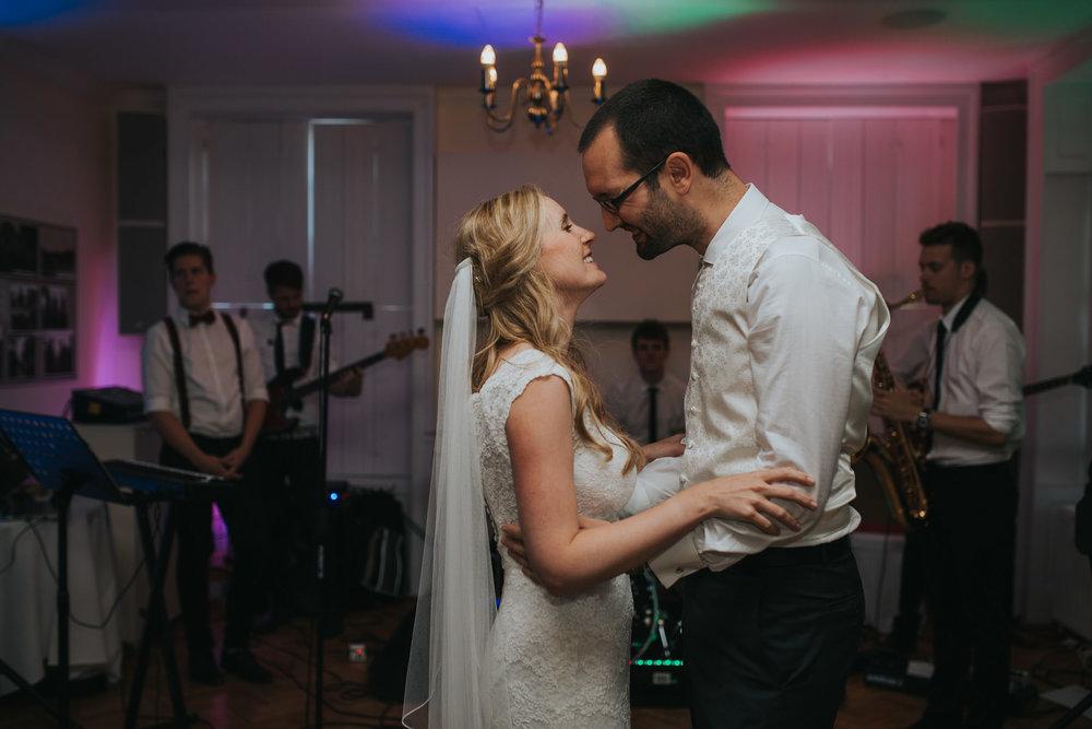 419-Pembroke Lodge wedding first dance photographer.jpg