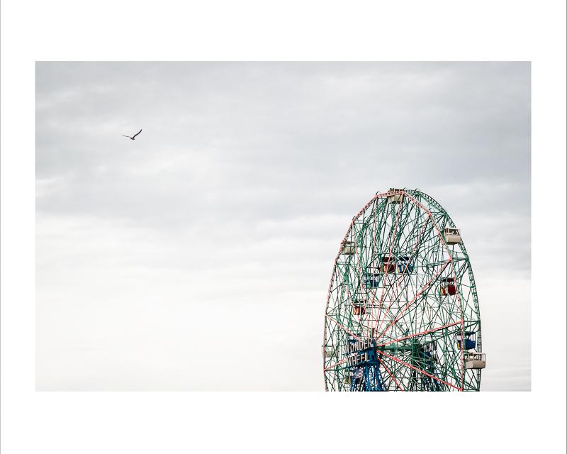 Wonder Wheel,  Coney Island    Impression jet d'encre    16X20 pouces :  Prix avec cadre : 150,00$                 Prix sans cadre : 125,00$