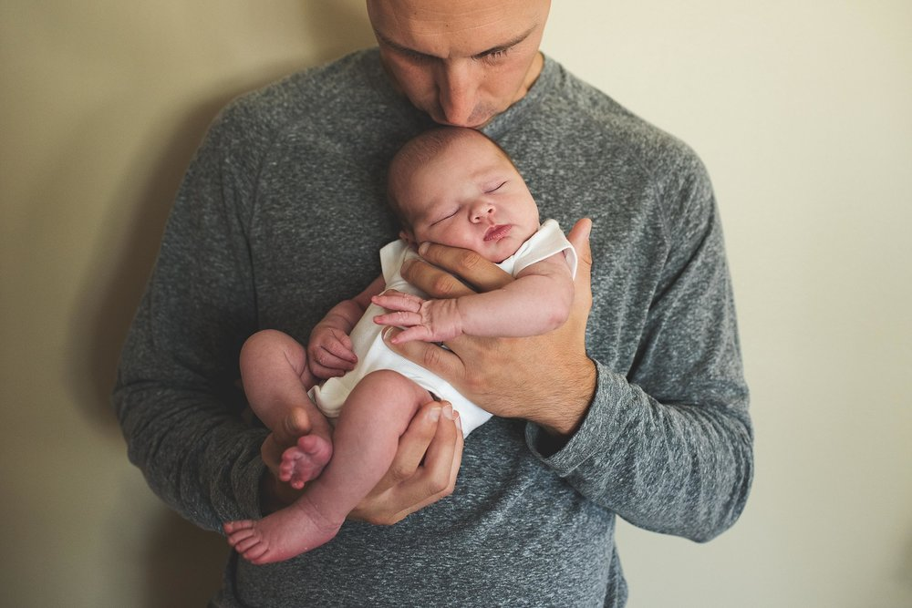 karra lynn photography - at home newborn lifestyle - michigan - dad and baby