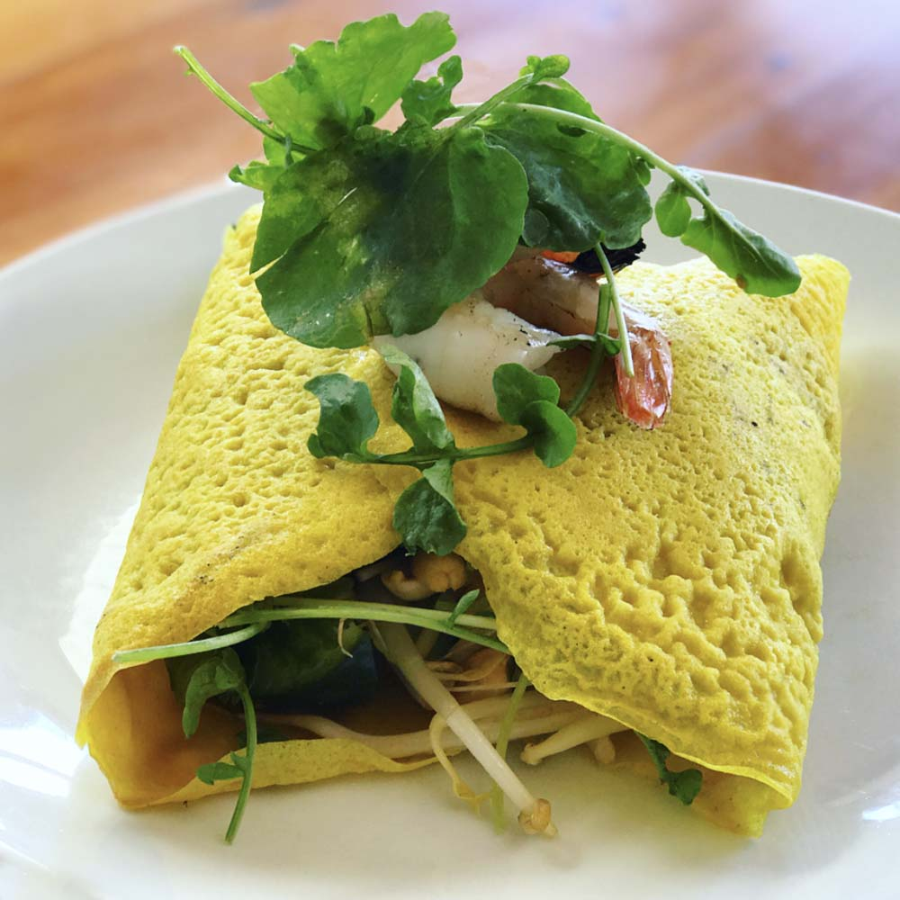 We also really enjoyed this coconut cream and turmeric crepe filled with prawns, bean shoots, peanuts and cilantro, and topped with a lime and cilly dressing.