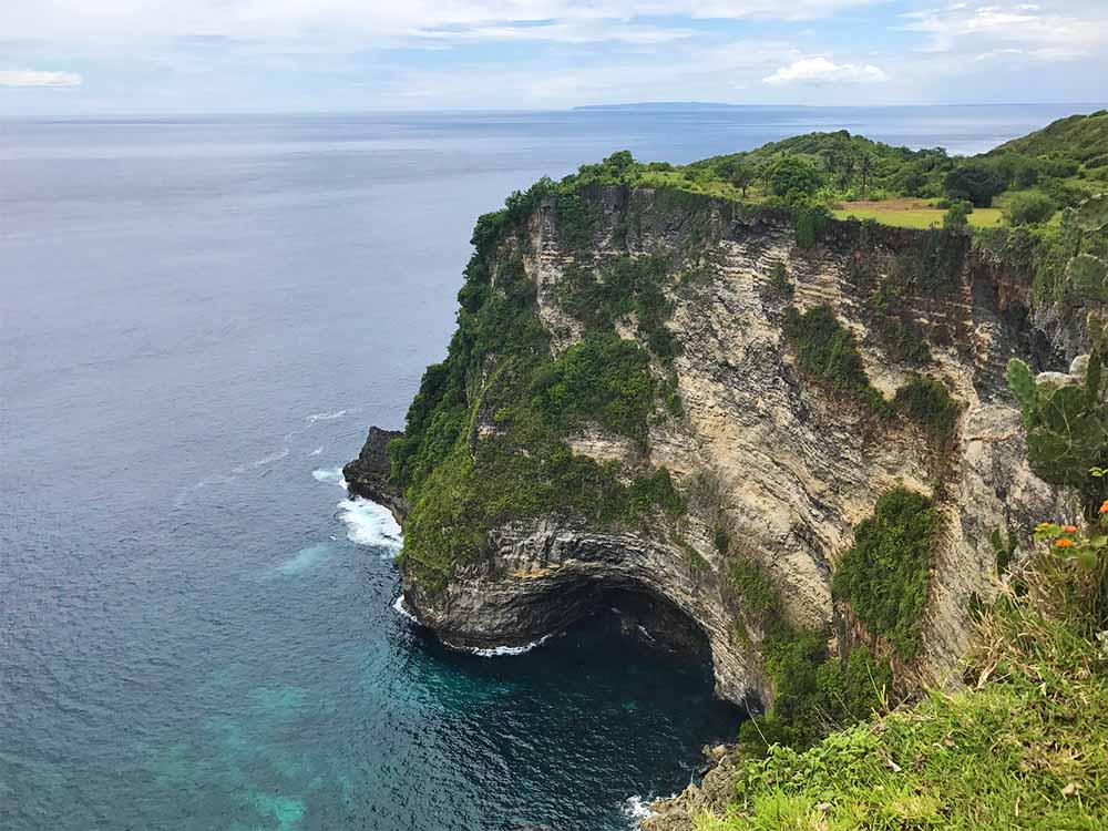 The spectacualor clffs of Nusa Penida near Manta Point.