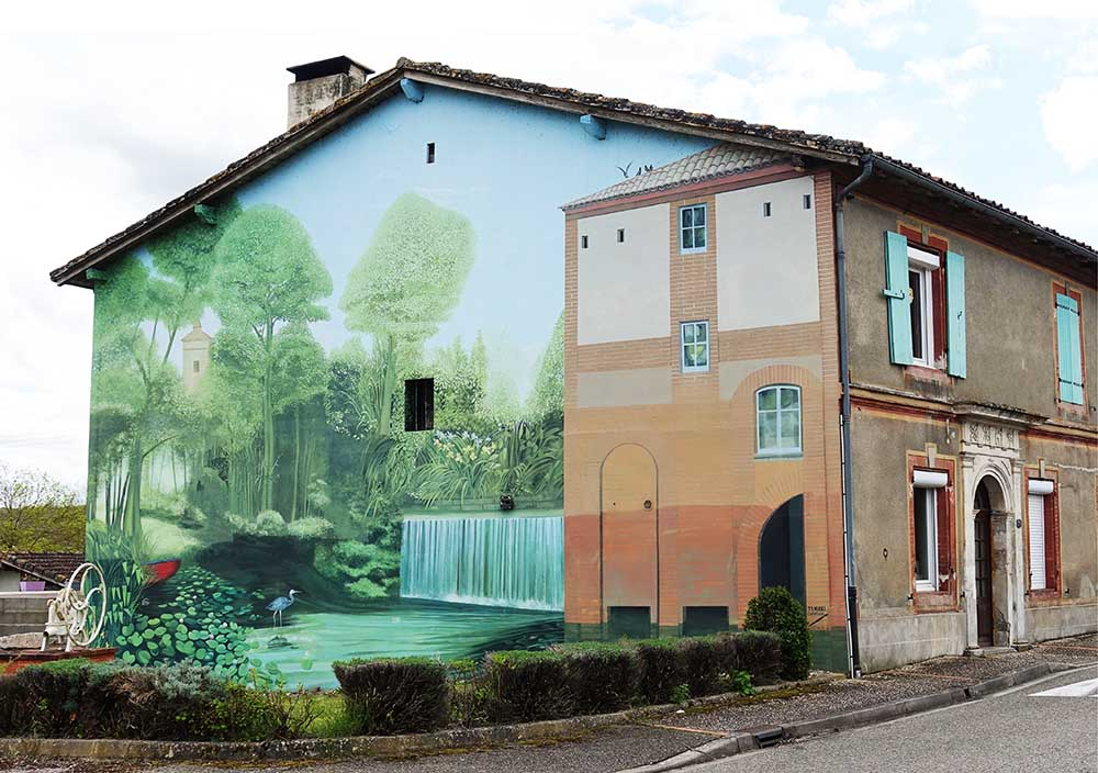 A dramatic trompe l'oeil mural. Not something you see everyday in the French countryside!