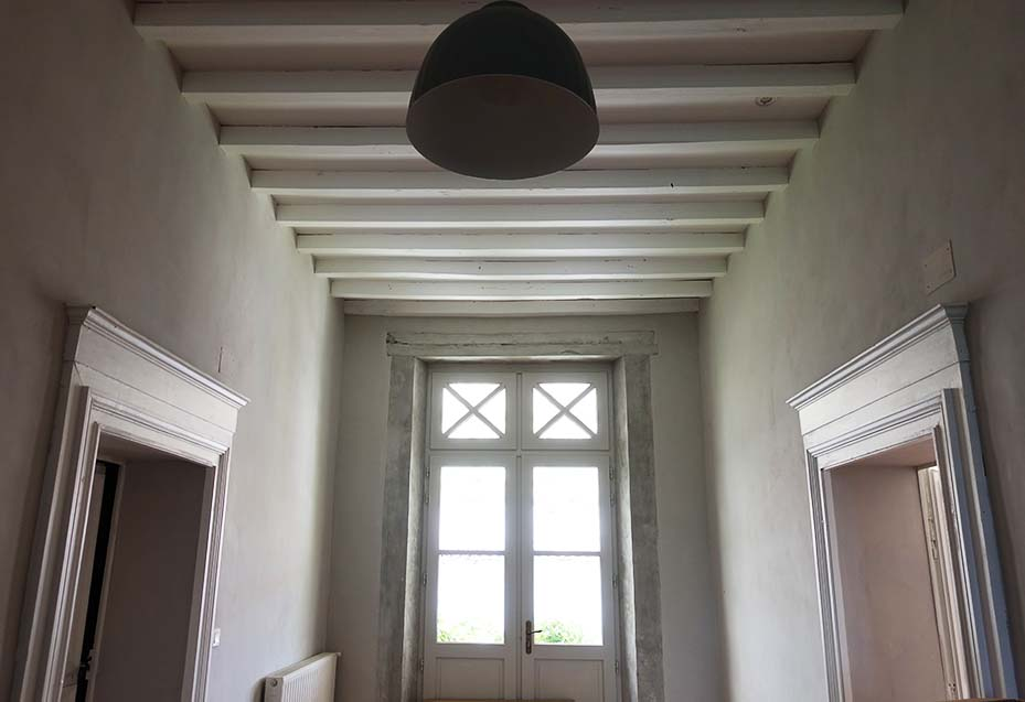 The vents are plesingly discreet. From a distance you can't even see them in the celing.