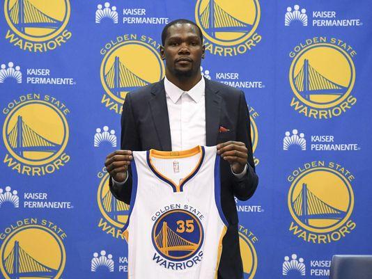 636035166237077332-USP-NBA--Golden-State-Warriors-Press-Conference.2.jpg