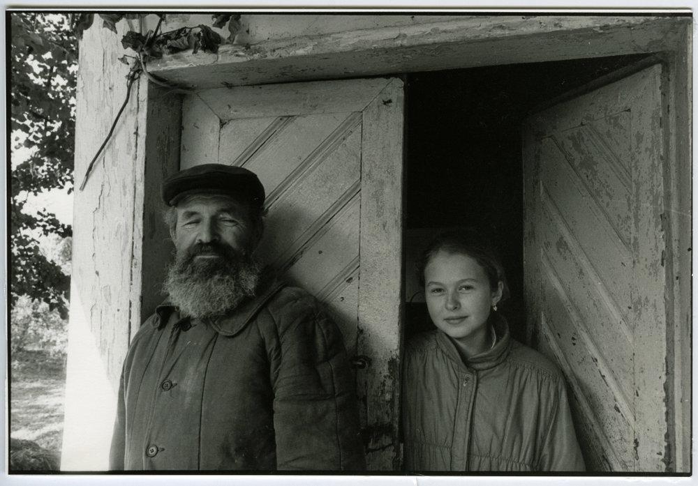 Farmer / painter & his daughter. East Poland, Un village en Pologne. / Wies Ukradzione Pamieci