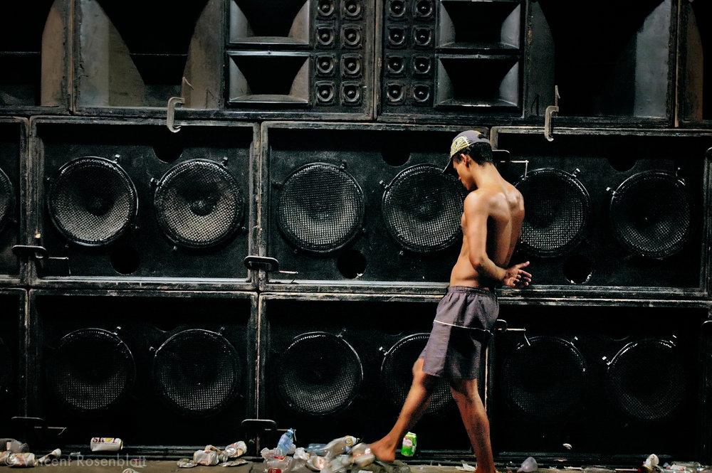 """6 in the morning, the """"baile"""" is ending in the Cantagalo favela, Ipanema, Rio de Janeiro.    Fin du Baile, 6h du matin, dans la favela du Cantagalo, Ipanema, Rio de Janeiro."""