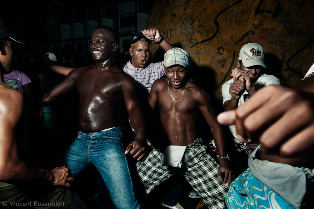 Funkeiros. Baile Funk on sunday night at Club 18, in the borough of Olaria, by the entry of the Complexo do Alemão's favelas.