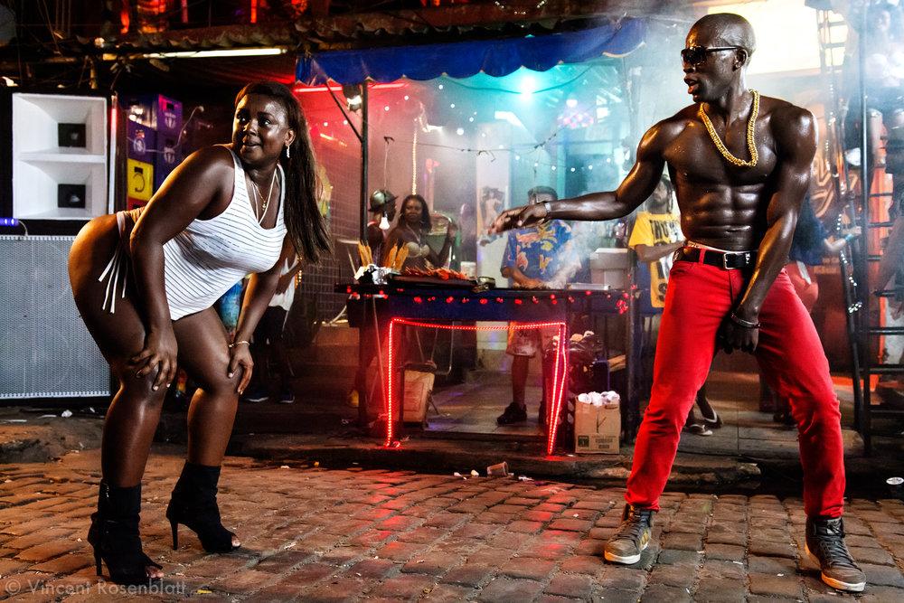 """Tournage du clip """"Vira a Cara"""" du DJ Leo Justi / Heavy Baile à Vila Mimosa, quartier de prostitution populaire, avec Massengo Jr, fameux danseur de la scène black music de Rio/"""