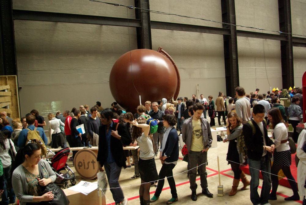 Brown Globe (2007)