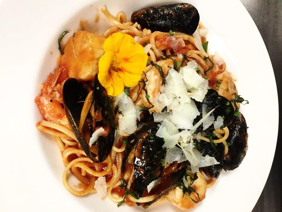 seafood linguine pomodoro.jpg