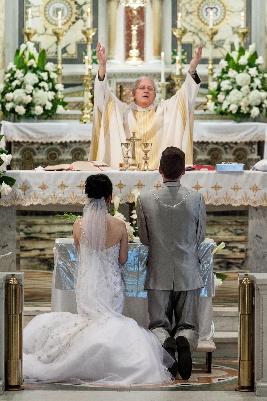 louisville wedding photography.photographer,wedding,bride and groom,altar,mexican wedding,catholic,catholic wedding new albany, Indiana