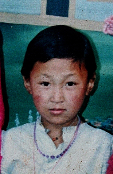 départ du Népal 1995Yangchen à 6ans 2.jpg