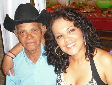 Solange Alves e seu pai  Adoraria estar ao lado do meu pai. Hoje aos 91 anos esta internado, lutando pela vida. Porque meu pai sempre foi lutador, guerreiro. Criou 10 filhos no cabo da enxada. Saudades pai.