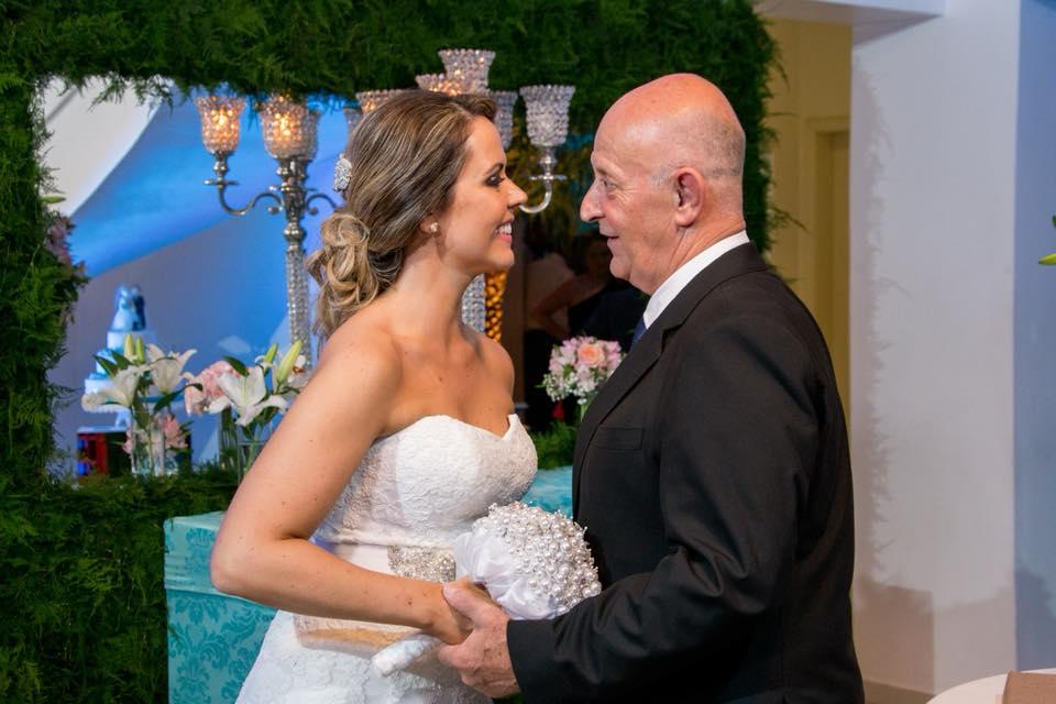 """Carolina Capellari e seu pai .  Adriana Andrade Chiari """"Pai, nem distância, nem tempo, nem nada pode separar o amor que temos."""""""