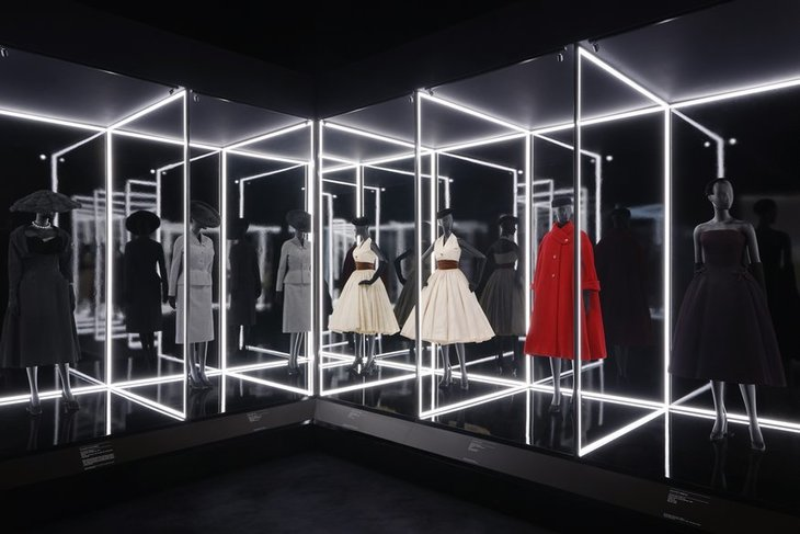 v_a_christian_dior_designer_of_dreams_exhibition_the_dior_line_section_-c-_adrien_dirand_-7.jpg