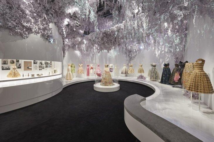 v_a_christian_dior_designer_of_dreams_exhibition_the_garden_section_-c-_adrien_dirand_-3.jpg