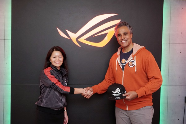 ASUS CMO Vivian Lien and Echo Fox Owner Rick Fox (Photo: ASUS)