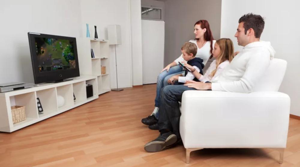 Just a Family Watching eSports on TV (Photo: Kotaku)