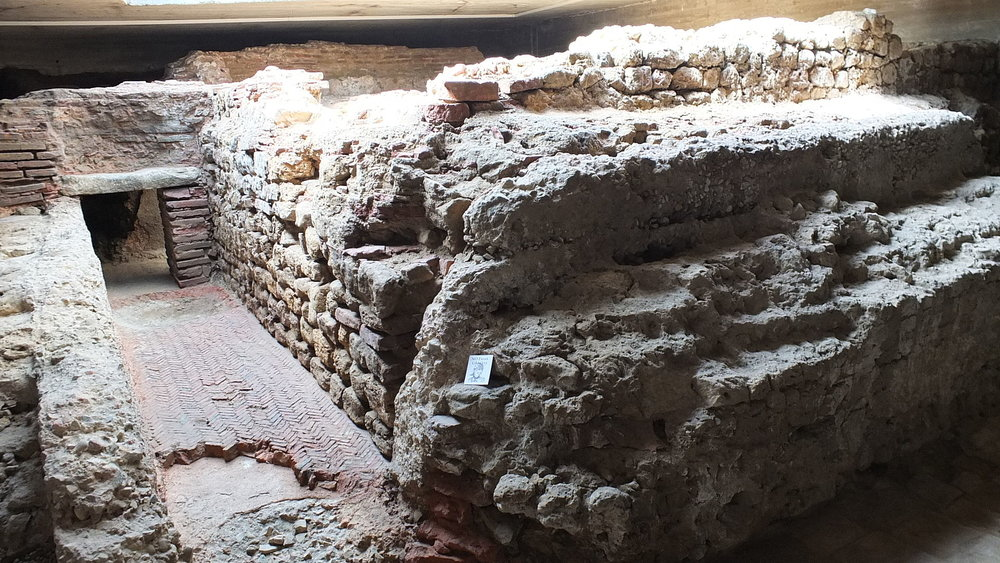 Thermal Baths of Legio VII in the Crypt of Puera Obisbo