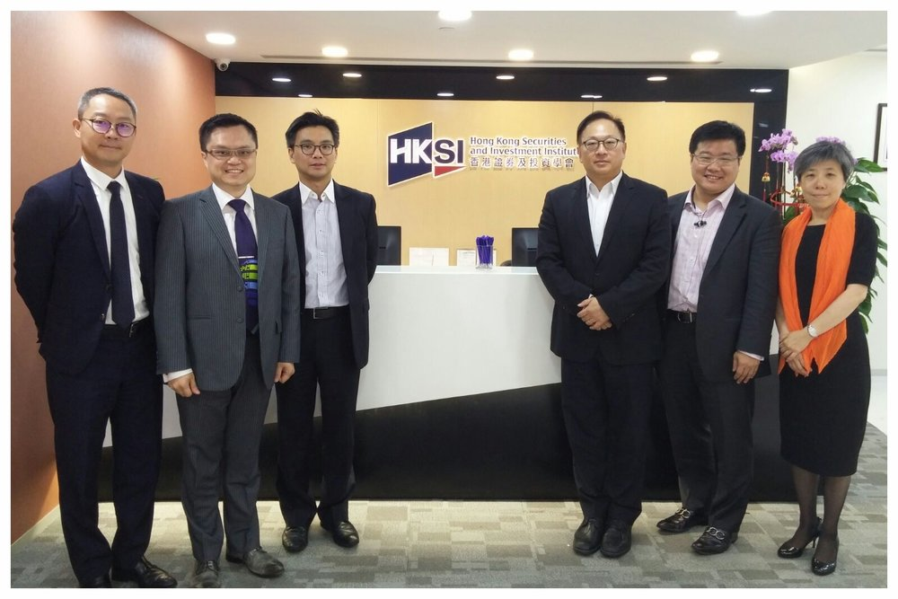 Photo taken with HKSI senior management and FinTech SIG, HKCS